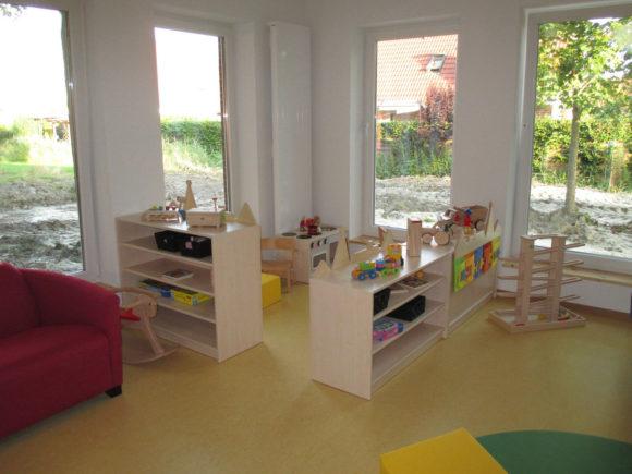 Puppenecke und Spielzeugregale