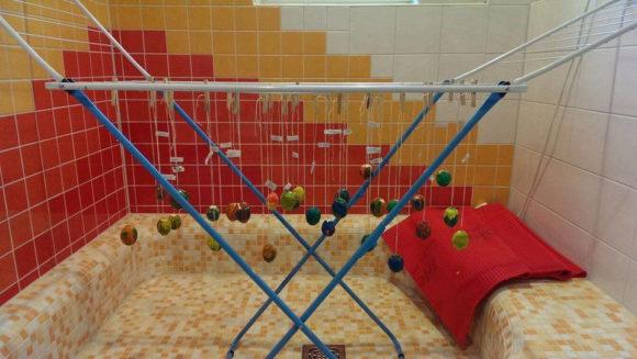 Zu Ostern haben wir Eier bemalt und Glitzer-Eier gestaltet. Die Kinder und Eltern waren begeistert!